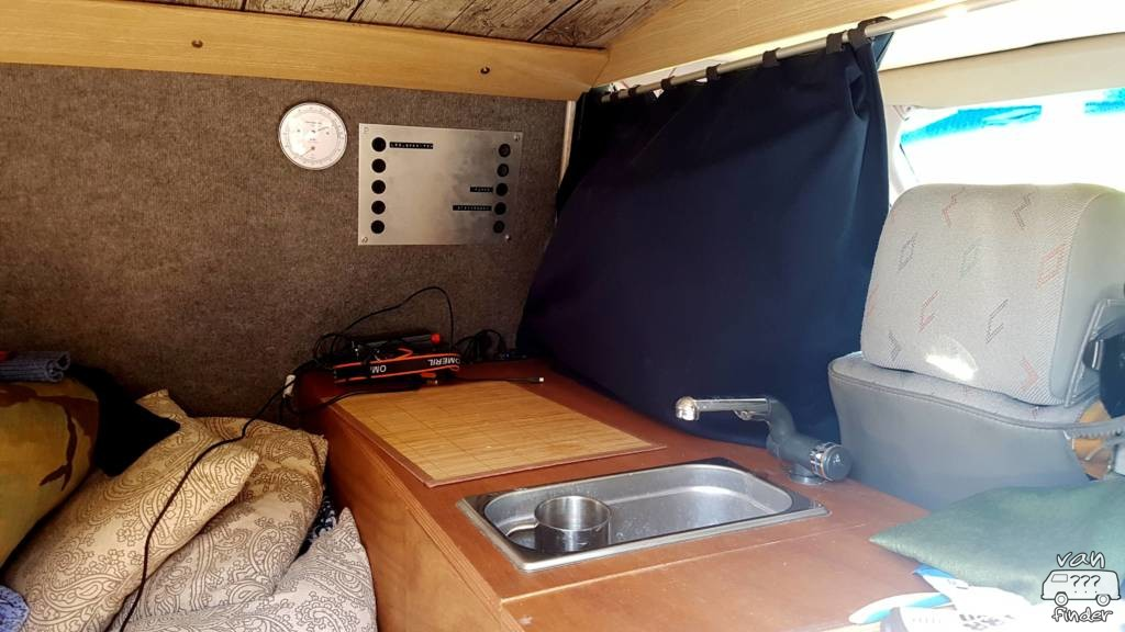 Spüle und Schalttafel im VW T4