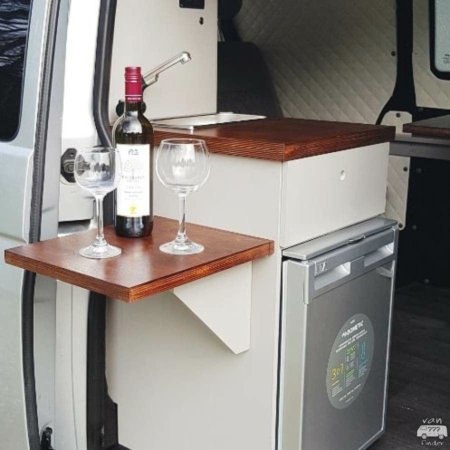 Küchenblock mit Wein in Michaels VW T6
