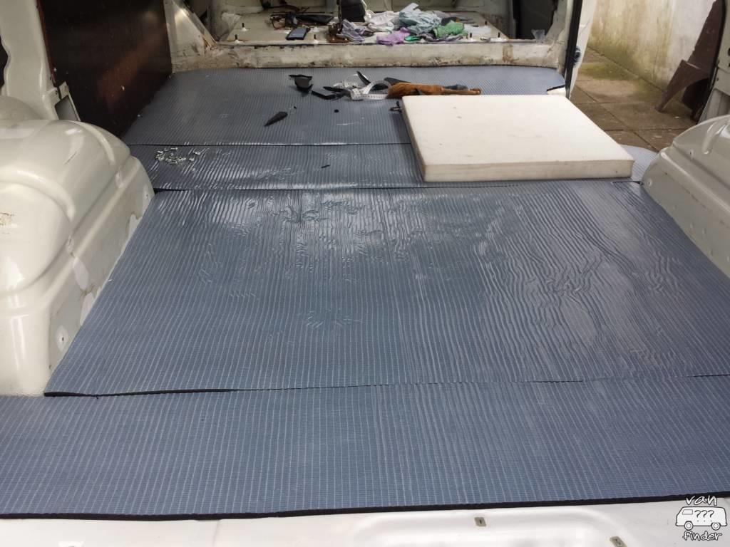 Gedämmter Fußboden eines VW T4