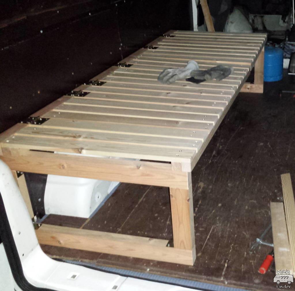 Ausziehbares Bett im Van